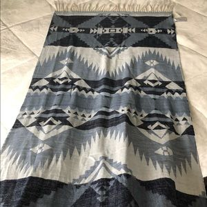 GAP scarf